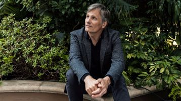 Viggo Mortensen Goes Off the Grid